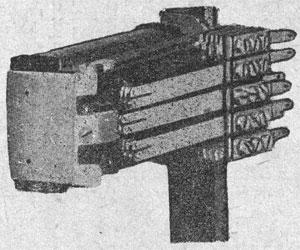 Рисунок 14. Реле переменного тока фирмы Сименс и Гальске (Siemens & Halske) с двумя сердечниками и общим якорем.