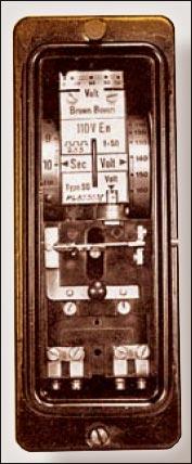 Рисунок 4. Однофазное реле повышения напряжения типа SG1, BBC, 1950