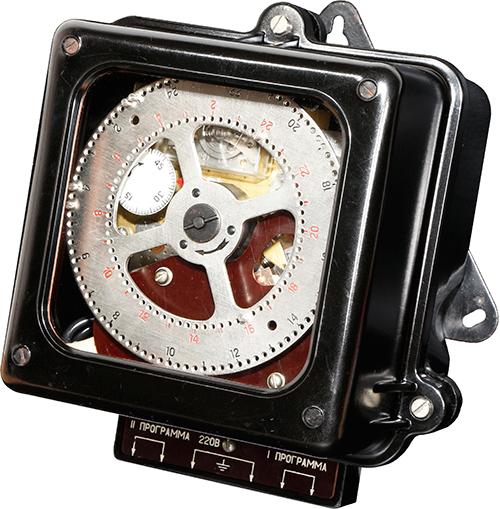Реле времени моторное программное суточное типа 2РВМ год выпуска 1990.производитель «Ленинградский опытный завод электронных приборов времени «Хронотрон»
