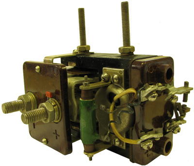 Реле обратного тока типа ДТ-111 на 200 А 1961 года выпуска производства Чебоксарский электроаппаратный завод