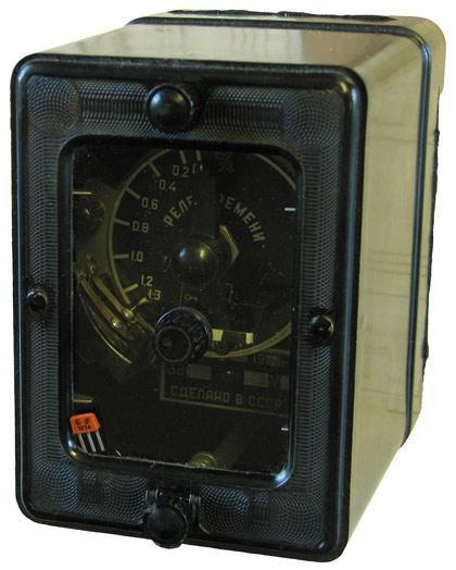 Реле времени постоянного тока ЭВ-114 выпущенное в 1957 году на заводе имени Масленникова (ЗИМ) г. Куйбышев ныне г. Самара.