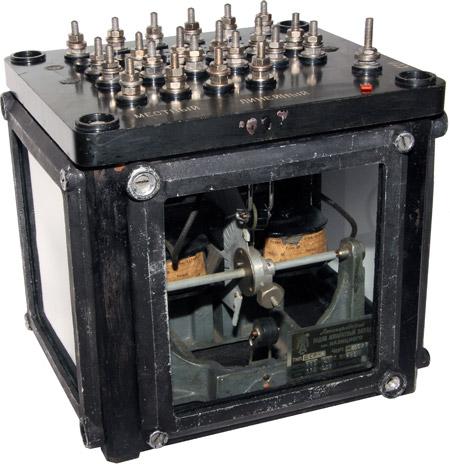 Двухэлементное секторное реле ДСР-2 1937 г.в. производства Лениградского радиоаппаратного завода имени Казицкого